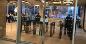 Londra'da TRT World binasına saldırı