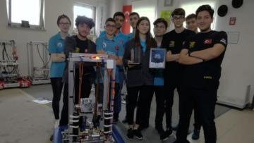 Uluslararası Robot Yarışmasından ödülle dündüler