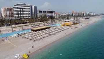Antalya'ya nisanda gelen turist sayısı üç aylık rakamı geçti