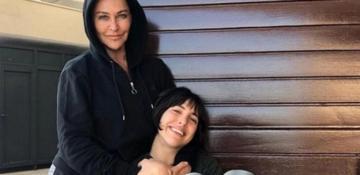 Hülya Avşar kızı Zehra ile poz verdi