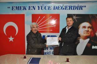 CHP'li Aksoy Menemen'de mazbatasını aldı