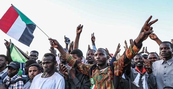 Sudan'da muhalifler askerlerle müzakereleri askıya aldı