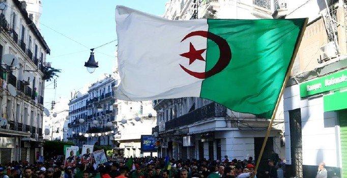 Eski Cezayir Başbakanı Hamruş'tan orduya çağrı