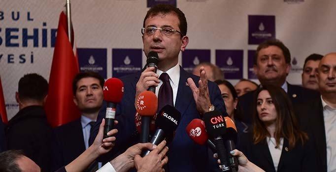 Ekrem İmamoğlu İstanbul Büyükşehir Belediye binasında