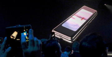 Samsung katlanabilir telefonunun satışını erteledi: İki sorun üzerinde duruluyor