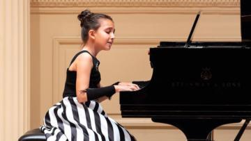 Müziğin altın çocuğu, New York'tan ödülle döndü