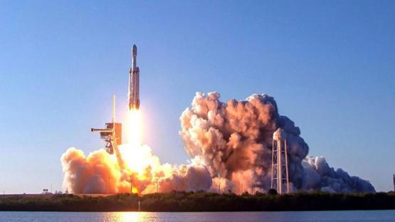 Dünyanın en güçlü roketi Falcon Heavy fırlatıldı