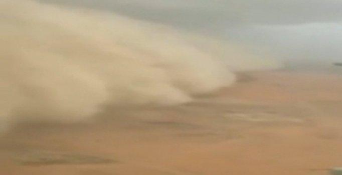 Hindistan'ı kum fırtınası vurdu