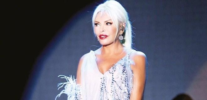 Ajda Pekkan'dan estetik sonrası ilk konser