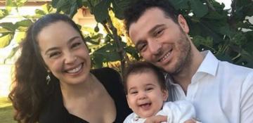Azra Akın'ın aile saadeti