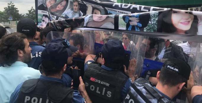 Çorlu'daki tren faciasında yakınlarını kaybeden ailelere polis müdahalesi