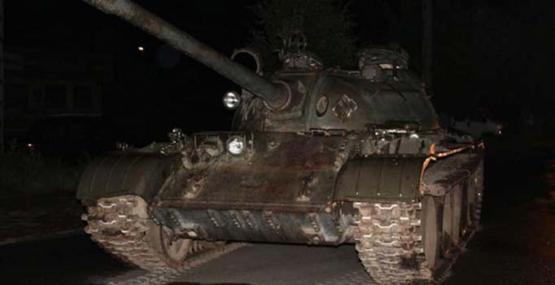 Sarhoş adam Rus tankıyla Polonya kasabasını bastı