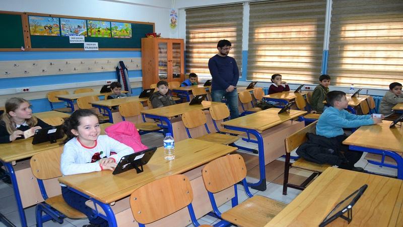 MEB, az gören öğrenciler için ders içeriklerini tablete yükleyecek