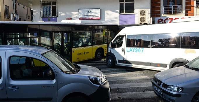 Sancaktepe'de İETT otobüsünün freni patladı, önüne gelene çarptı